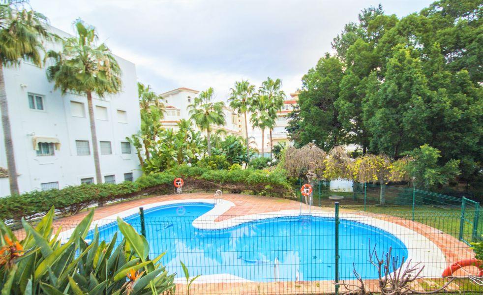 Gran Apartamento Con Enorme Terraza De 72m2 En Recinto Con